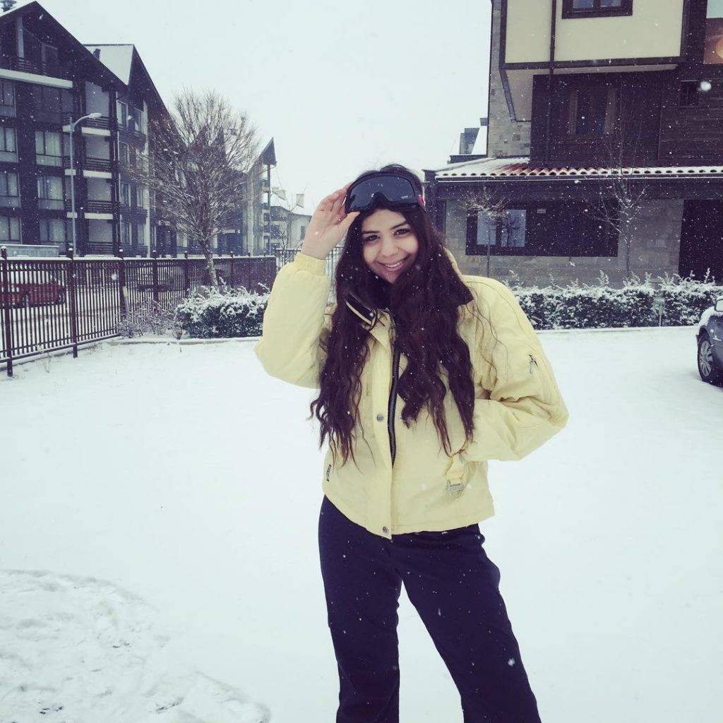 Snow is falling and I love it❄️❄️❄️ #skiing #winter #snow #snowflake #happiness #allwhite #white #ski #bulgaria #bansko #curly #hairstyle #smile #love #instadaily #instamood #instagrammers #yellow #beautiful #view #sports #ootd #winterstyle #style #fashionista #bulgarian #bloggers #fbloggers #snowing #holidays